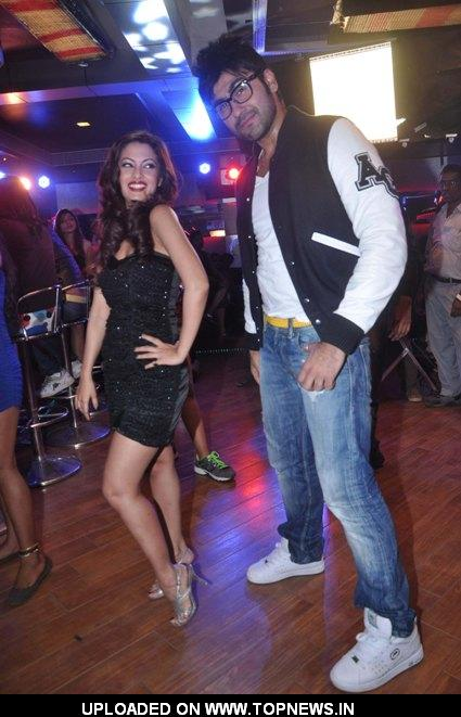 Riya Sen and actor Arya Babbar shot for a song of their upcoming movie Zindagi 50-50 at Andheri