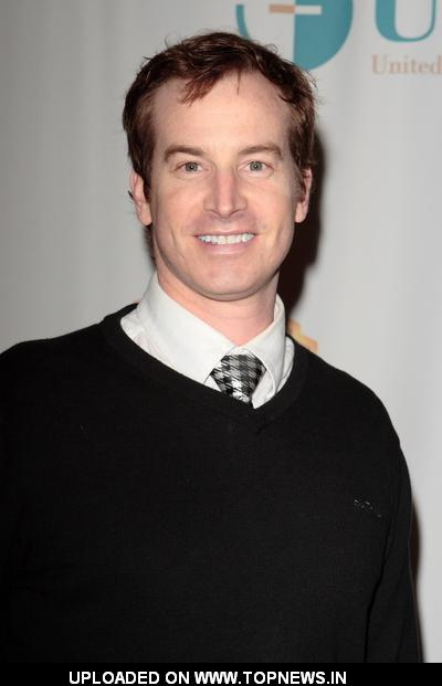 rob huebel modern family