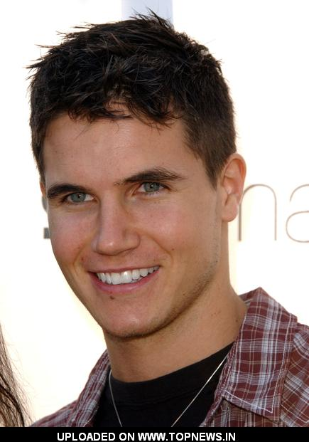 http://www.topnews.in/files/images/RobbieAmell.jpg