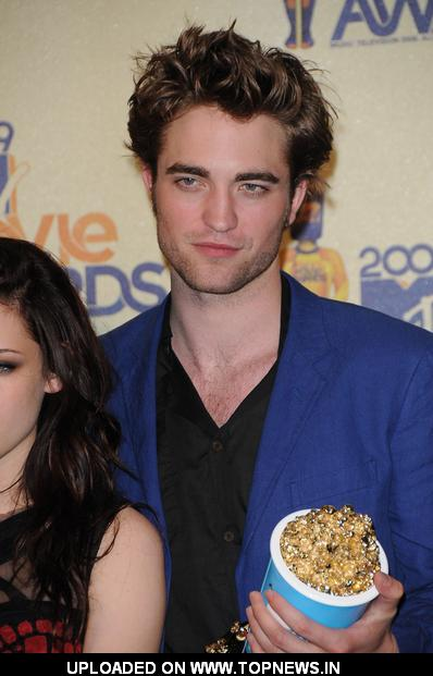 Robert Pattinson at 18th Annual MTV Movie Awards - Press Room