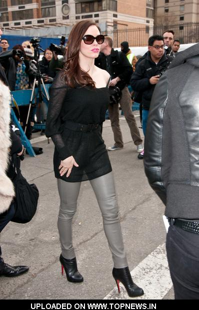 Rose McGowan at Mercedes-Benz Fashion Week Fall 2011 - Diane Von Furstenberg - Arrivals