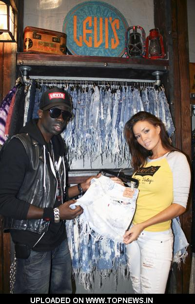 Neiman Marcus outlet. New York & Company Nike Factory Outlet Oakley Vault Off 5th, Saks outlet. Old Navy Pacific Sunwear Outlet Papaya clothing