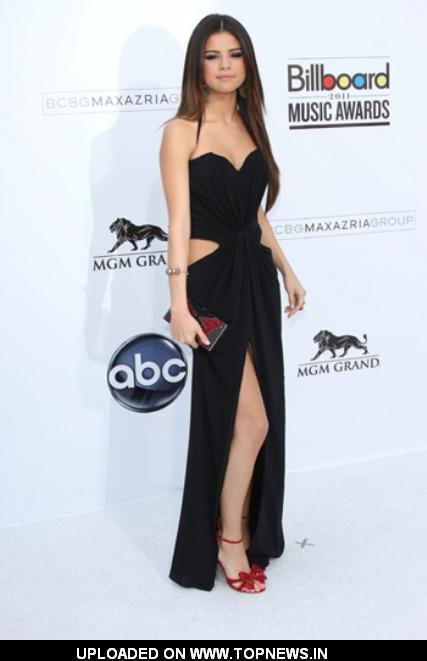 Selena Gomez at Billboard Music Awards 2011 Red Carpet Arrivals