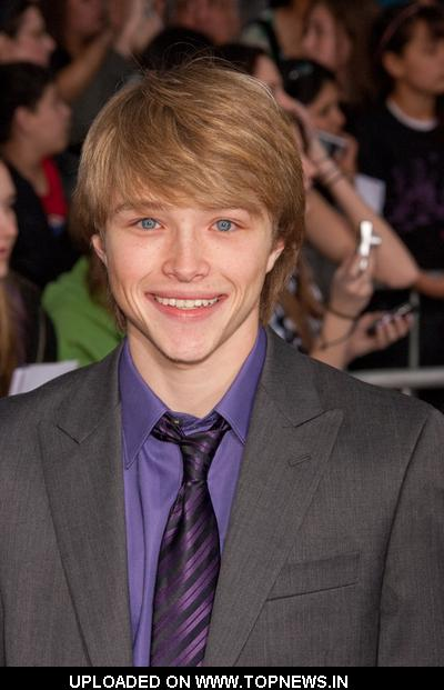 Chicos guapos :B Sterling-Knight2