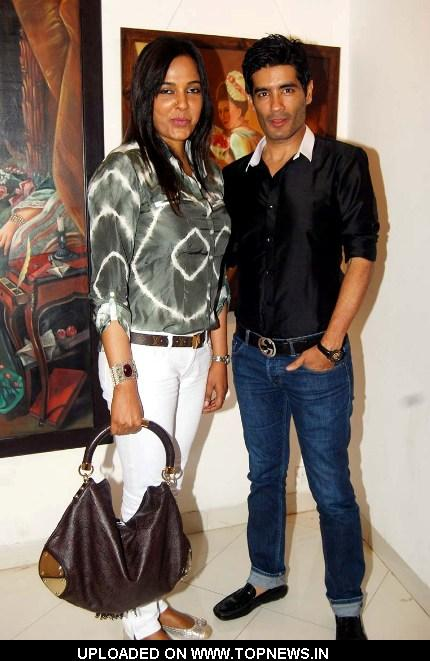 Sunita Menon and Manish Malhotra at Daxa Khandwala's Painting Exhibition