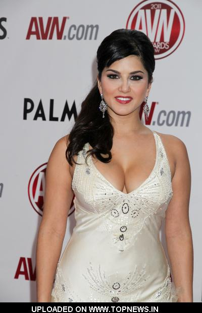 http://www.topnews.in/files/images/Sunny-Leone-1.jpg