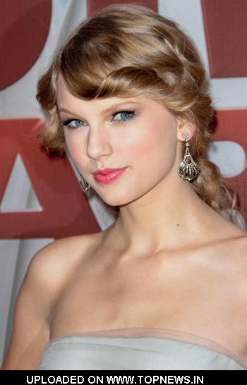 Taylor Swift at CMA Awards 2011