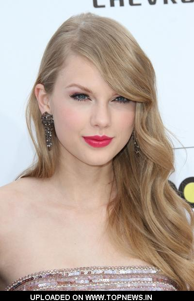 Taylor Swift at 2011 Billboard Music Awards - Arrivals