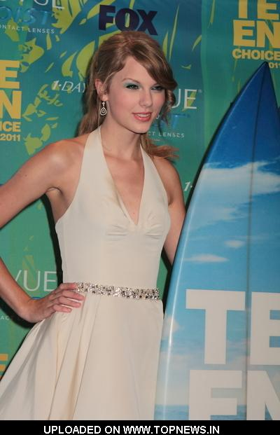 Taylor Swift at 2011 Teen Choice Awards - Press Room