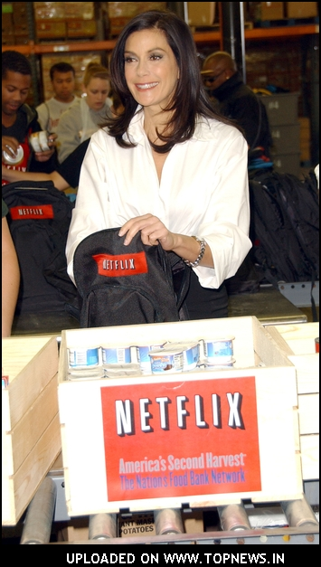 Netflix And America 39 S Second Harvest Bring Teri Hatcher To