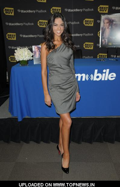 "Terri Seymour at Jennifer Lopez Launches the BlackBerry PlayBook and Her New Album ""LOVE?"" at Best Buy in Los Angeles"