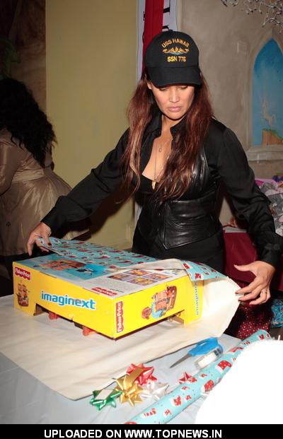 "Tia Carrere at Baskin Robbins Presents ""Wrapped With a Bow"""