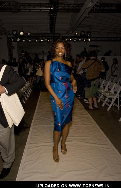 Vanessa A. Williams at Mercedes-Benz Fall 2008 Fashion Week at Smashbox Studios - Octavio Carlin - Front Row