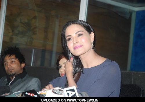 Veena Malik clarifies her disappearance act in a press meet