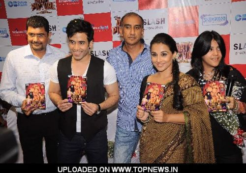Vidya Balan, Tusshar Kapoor and Ekta Kapoor at Dirty picture DVD launch at Reliance Digital