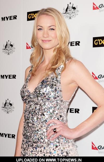 Yvonne Strahovski at 2011 G'Day USA Los Angeles Black Tie Gala - Arrivals