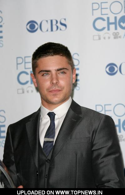 Zac Efron at 2011 People's Choice Awards - Press Room