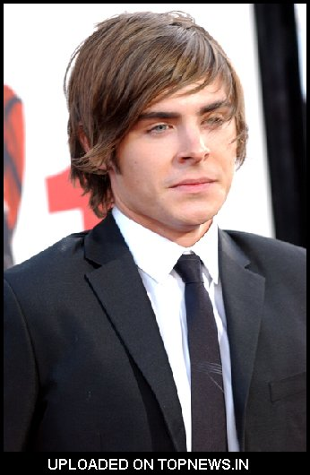 "Zac Efron at ""17 Again"" Los Angeles Premiere - Arrivals"
