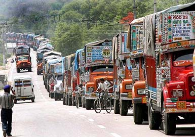 Truck drivers nullify claims of Kashmir Valley economic blockade