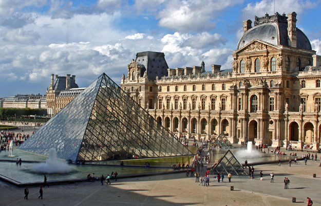 Four of five Louvre visitors come to see the Mona Lisa
