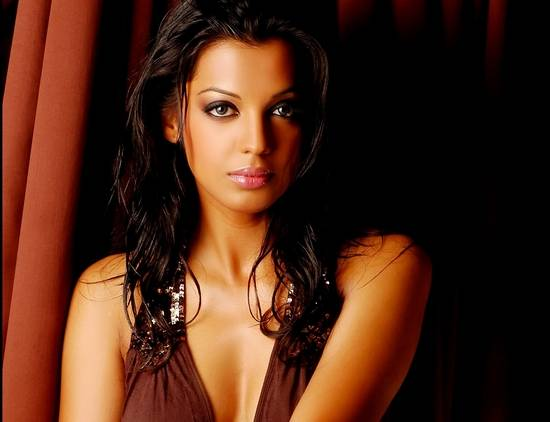 http://www.topnews.in/files/mugdhagodse.jpg