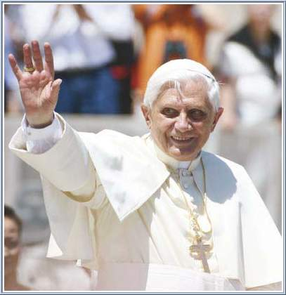 Pope has plaster cast removed from wrist