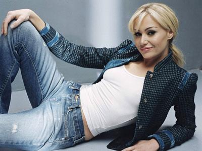 Portia De Rossi apologises for marrying DeGeneres in video spoof