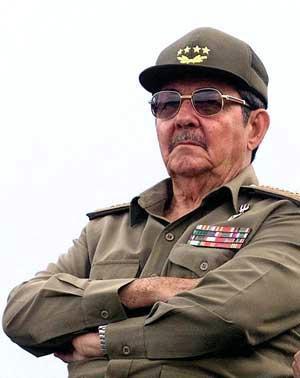 More Cuban doctors en route to Angola after Castro's second visit