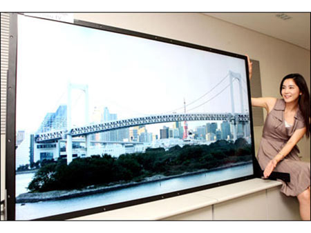 Samsung Showcases Its 82-Inches LCD TV Panel At SID