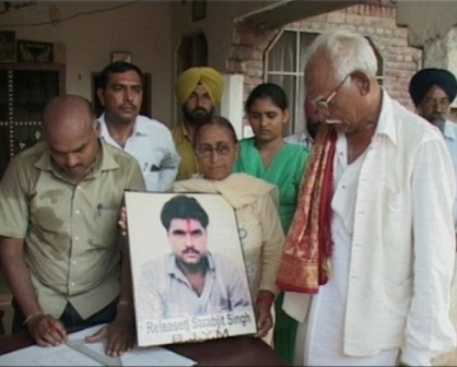 100,000 Indians have signed a petition to free Sarabjit, claims his lawyer