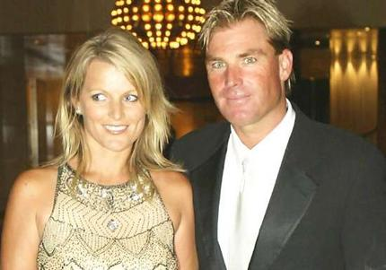 Shane Warne spotted canoodling with ex-wife