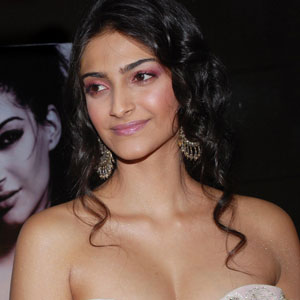 Sonam to play JNU girl opposite Dhanush in new film