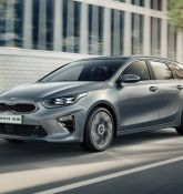 Kia showcases Ceed Sportswagon and XCeed crossover with PHEV option