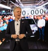Volkswagen & other automakers reaffirm support on vehicle emissions deal with California