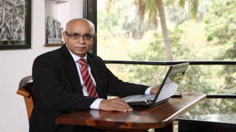 Titan Company Buy Call by Mitesh Thakkar and Ashwani Gujral Suggests Buy Call for SBI: Short Term Market Trades