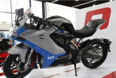 Chinese manufacturer Zhejiang QJmotor unveils e-motorcycle prototype QJ7000D