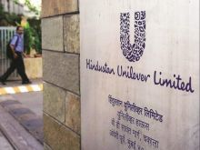 Sudarshan Sukhani: BUY Kotak Mahindra Bank, HDFC, Hindustan Unilever; SELL Bajaj Auto