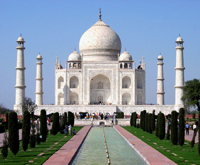 Tourists to view Taj Mahal in environment-friendly golf carts