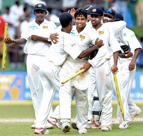 India enforce follow on against Sri Lanka in Kanpur Test