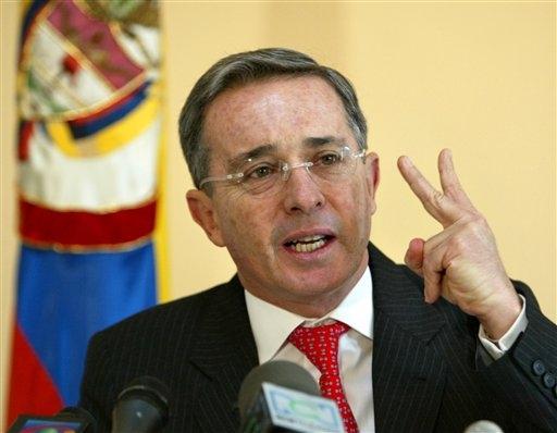 """Farc quer negociar, mas Uribe nega conversa com """"criminosos"""""""