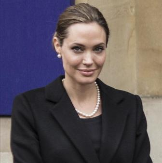 Angelina Jolie to play villain in Disney movie
