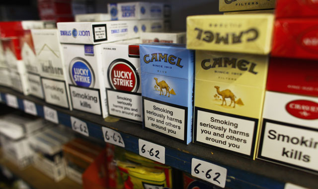 'Glitzy' cigarette branding lures new young smokers