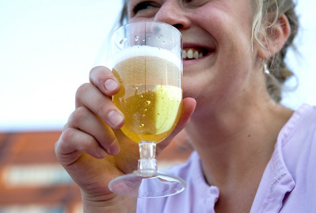 Doubts cast over moderate alcohol consumption link to breast cancer risk