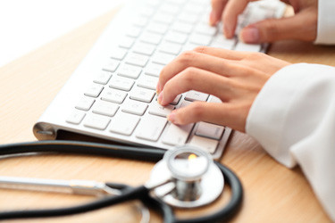 Doctors glued to computers miss on patients' time