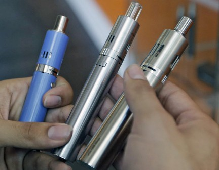 Graduate adults more likely use e-cigs to quit smoking: Study