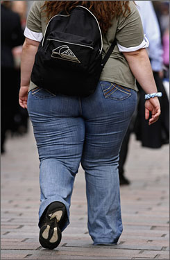 risk of obesity in teens Teenage obesity may increase risk of death in middle age overweight teens may face an increased risk of dying from heart disease or stroke by the time they reach middle age, a new study suggests.