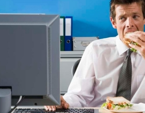 Snacking at work desk can make you gain 6lbs in 1 year