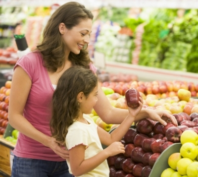 Moms needs to be cautious while dealing with daughters' weight