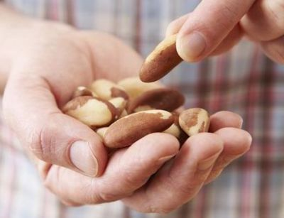 Eat few peanuts every day to slash early death risk from cancer