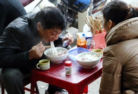 Tourists enjoy traditional, ecological tastes in Japan